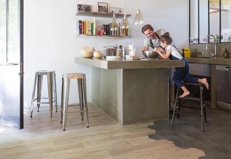 RS29933_Noma%20Nature%20Modena%20Grey%20Kitchen%20Father%20Daughter%203-lpr.jpg