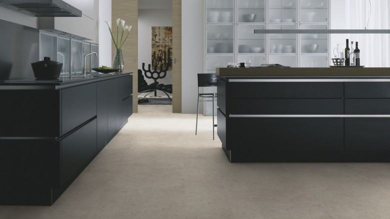 Wineo-400-stone-Patience-Concrete-Pure-DB00139-Room-Up-Raum.jpg