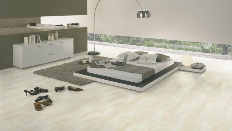 Wineo-400-Harmony-Stone-Sandy-DB00134-Room-Up-Raum.jpg